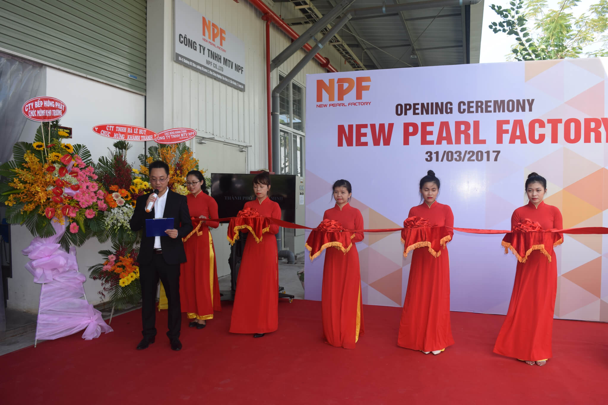 Mr. Phan Ba Ngoc, President cum CEO of New Pearl, made a speech at the ceremony
