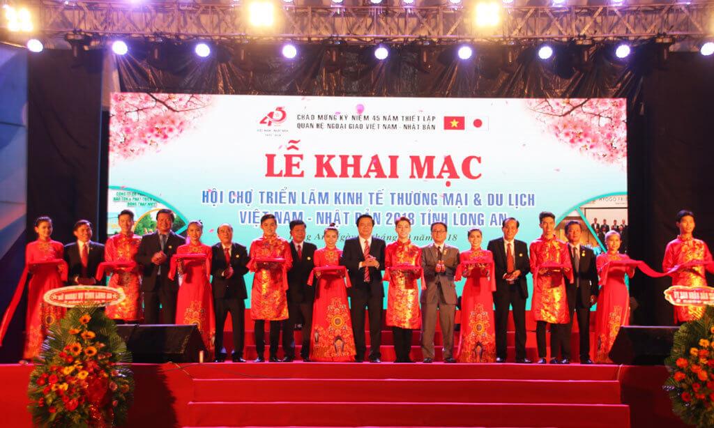 Khai mac hoi cho trien lam tinh Long An